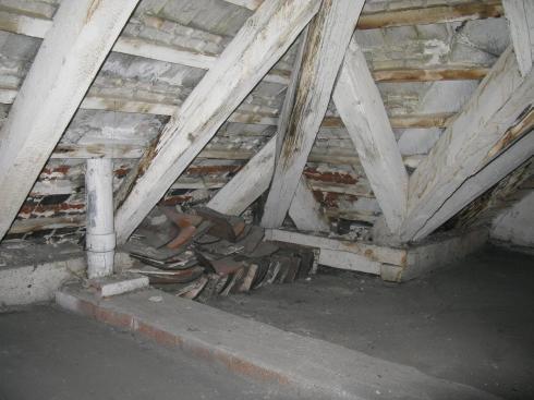 strych - zakonczenie rury kanalizacyjnej z mieszkania i nizszych kondygnacji(2)