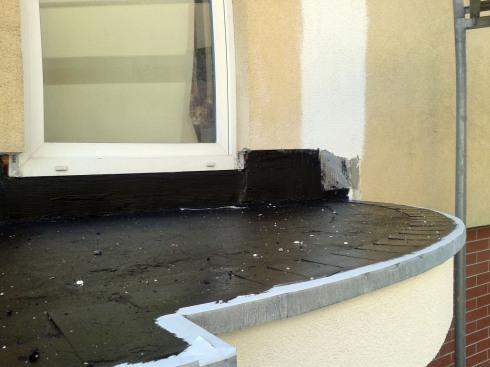 wykonanie warstw na płytach balkonowych po zdemontowaniu istniejących
